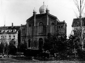 Black and white photograph of the Grand Synagogue building from the late 19th century, with cupola