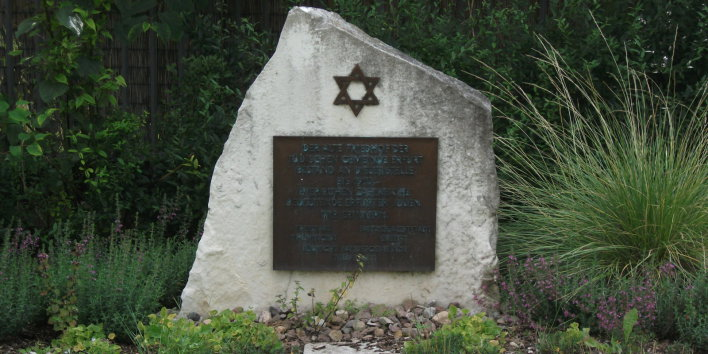 Memorial stone with Star of David and inscription