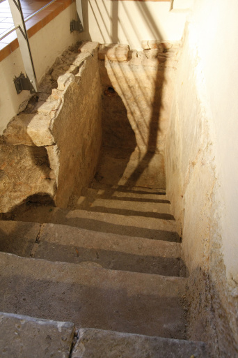 Stairs leading downwards to a basin, which used to hold water for a mikveh